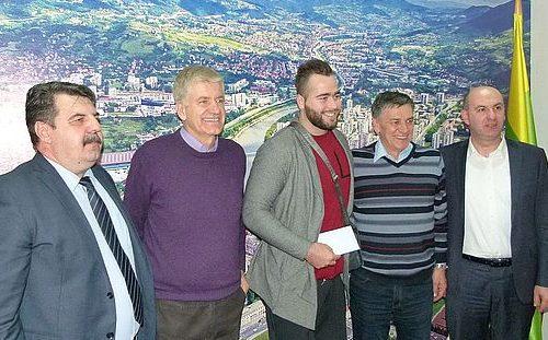 Gradonačelnik Kasumović ugostio atletičara Pezera