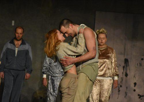 Julija, Romeo i međugeneracijski jaz