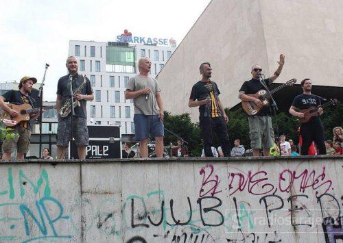 FOTO: Dubioza Kolektiv i Helem Nejse održali koncert podrške za izbjeglice i migrante